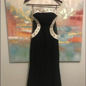 Dresses & Skirts - Gorgeous black formal dress
